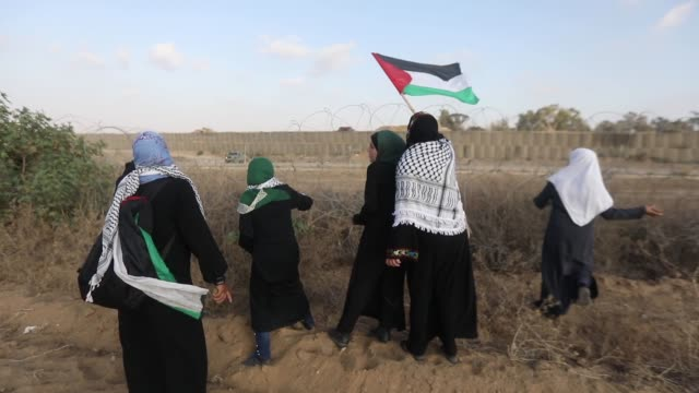 palestinians clash with israeli forces at barbedwire fence in gaza strip palestine on august 23 2019 - 2018 gaza border protests stock videos & royalty-free footage