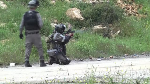 palestinians demanding the release of palestinian prisoners held in israeli jails stage a protest near ofer prison on the palestinian prisoners' day... - fordern stock-videos und b-roll-filmmaterial