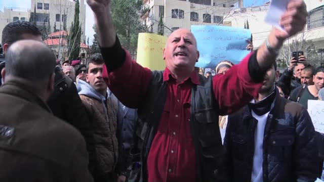 palestinians gather outside the jordanian liaison office in ramallah on february 42015 to protest the burning to death of jordanian hostage pilot... - isis execution stock videos & royalty-free footage