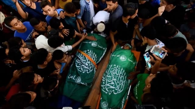 palestinians mourn the death of abdullah daghma ahmed taweel and ahmad abu naim killed in border clashes during their respective funerals in the gaza... - 2018 gaza border protests stock videos & royalty-free footage