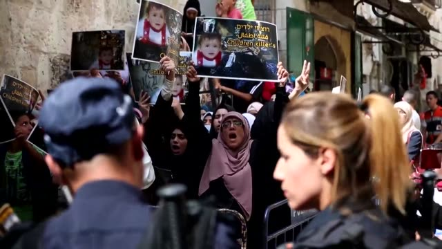 stockvideo's en b-roll-footage met palestinians on sunday protested in east jerusalem against friday's arson attack of an 18 month old child in the occupied west bank which sparked... - oost jeruzalem