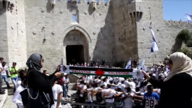 palestinians react as a group of jewish settlers forced their way into alaqsa mosque compound in occupied east jerusalem as they mark jerusalem day... - al aqsa mosque stock videos and b-roll footage