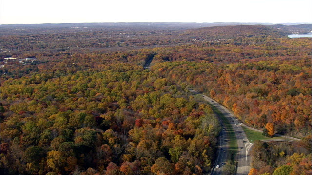 palisades interstate parkway - aerial view - new york,  new york county,  united states - autostrada interstatale americana video stock e b–roll