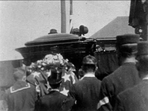 vidéos et rushes de view pallbearers placing casket of president mckinley in hearse at funeral / newsreel - 1901