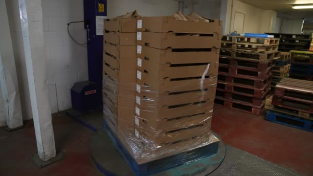 a pallet of bread gets spin wrapped at the bread factory on april 14 2020 in london england during the covid19 outbreak and lockdown the... - preparing food stock videos & royalty-free footage