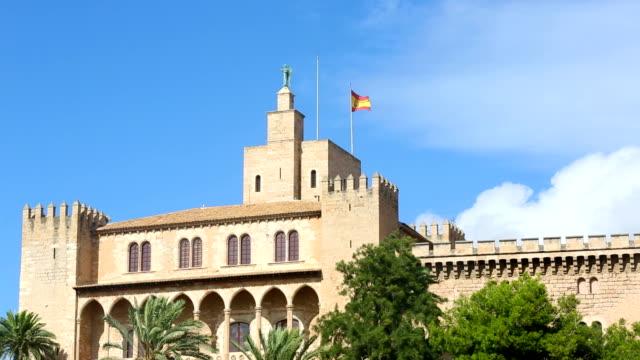 stockvideo's en b-roll-footage met palma de majorca - house with spanish flag - alle vlaggen van europa