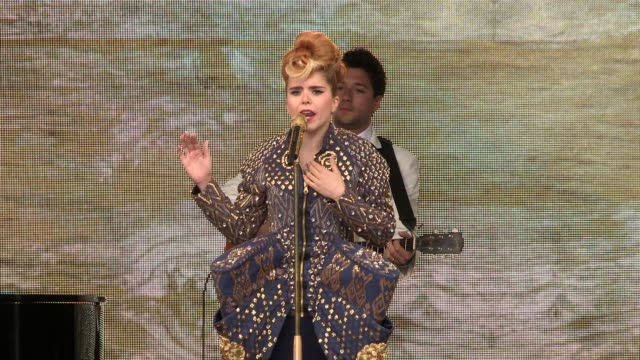 paloma faith performs redemption song at tate modern on june 12, 2013 in london, england - ボブ・マーリー点の映像素材/bロール
