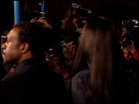 vídeos y material grabado en eventos de stock de pam grier at the 'jackie brown' premiere at the mann village theatre in westwood california on december 11 1997 - jackie brown película