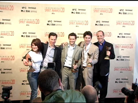 pamela abdy richard klubeck gary gilbert zach braff and dan halsted winners best first feature for 'garden state' at the 20th annual independent... - zach braff stock videos & royalty-free footage
