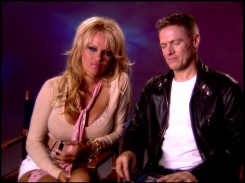 vidéos et rushes de pamela anderson and bryan adams on how they met what made bryan ask pam to sing on the track what type of album pam would record if she did her own... - bryan adams