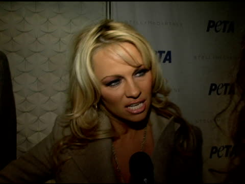 pamela anderson on supporting peta and the event loving stella mccartney her outfit and nyc fashion week at the peta's fashion week bash hosted by... - stella mccartney marchio di design video stock e b–roll