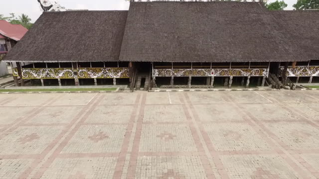 vídeos y material grabado en eventos de stock de pampang dayak village. - cabaña de paja