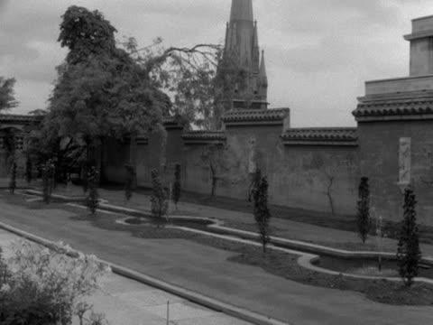 vídeos y material grabado en eventos de stock de pan across a beautiful formal rooftop garden. - formal garden