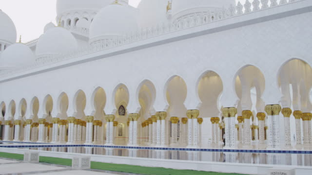 pan across abu dhabi sheik zayed grand mosque - grand mosque stock videos and b-roll footage