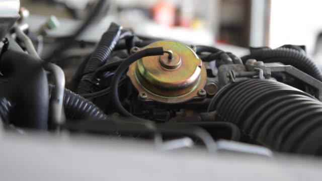 vidéos et rushes de pan across auto-engine - moteur