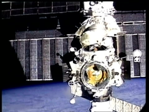 ms pan across mir space station, nasa - mir space station stock-videos und b-roll-filmmaterial