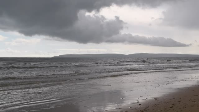 pan across seagulls on bournemouth beach in overcast bad weather in bournemouth uk on friday 28 august 2020 - august stock videos & royalty-free footage