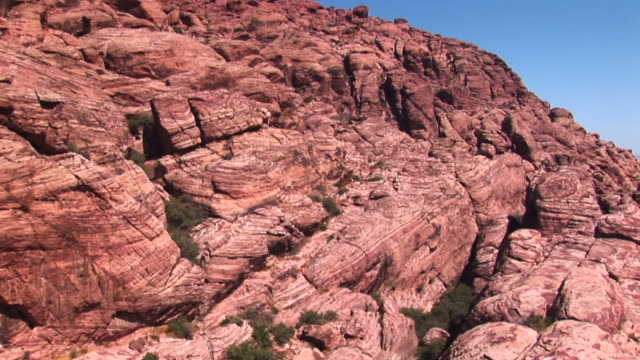 vidéos et rushes de pan across stunning red rock formations in the american southwest. - red rocks