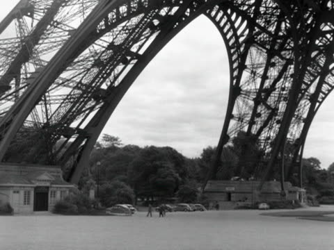 pan across the base of the eiffel tower. - eiffel tower stock videos & royalty-free footage