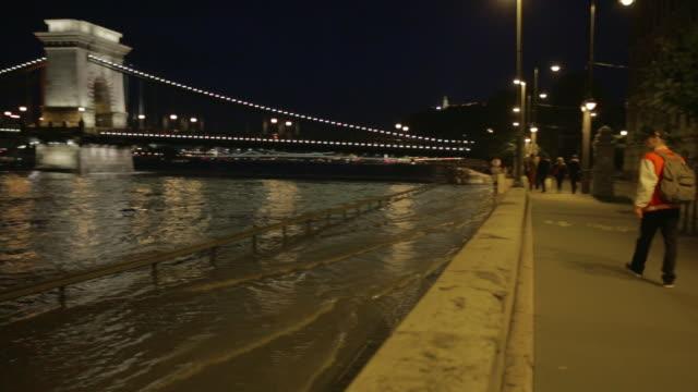 pan across the szã©chenyi chain bridge - chain bridge suspension bridge stock videos & royalty-free footage