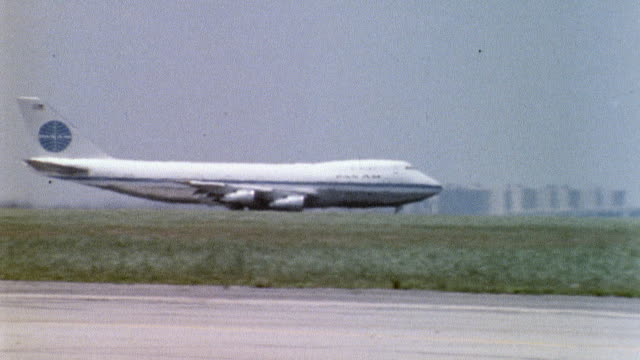 vidéos et rushes de / pan am airlines airplane on tarmac / airplane taking off kennedy international airport on may 28 1970 in queens new york - 1970