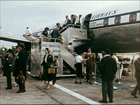 vídeos de stock, filmes e b-roll de 1955 pan am plane lands in rio - 1950