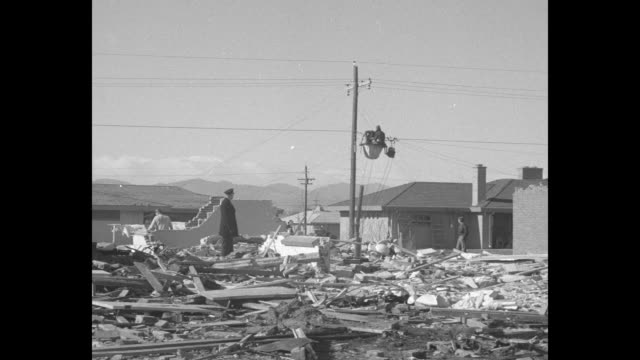 vídeos de stock e filmes b-roll de pan area of debris and ruined houses after b29 plane crash in neighborhood clothing flutters on clothesline in background in yard of undisturbed... - avião bombardeiro