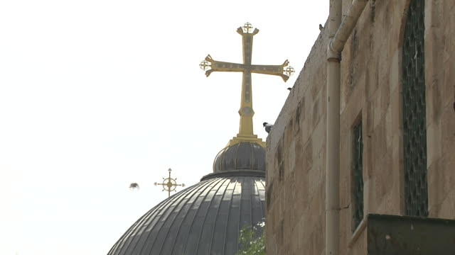 pan back shot via dolorosa jerusalem israel - ヴィアドロローサ点の映像素材/bロール