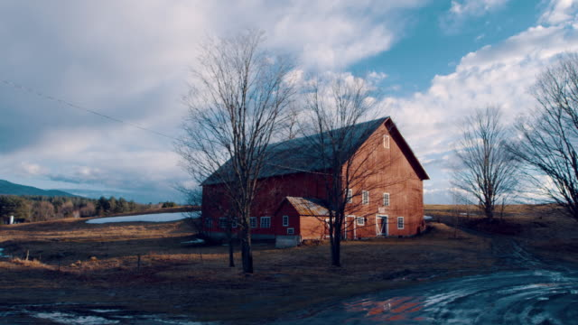 pan: big brown barn (shot on red) - new england usa stock videos & royalty-free footage