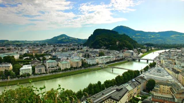Pan: Stadt Salzburg, Österreich, im Sommer.