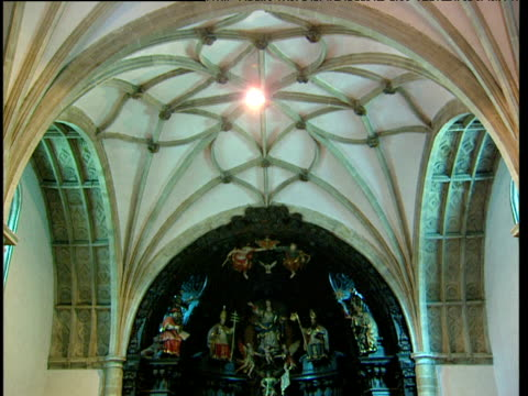 stockvideo's en b-roll-footage met pan down from ceiling to worshippers in catholic church basque country spain - gelovige
