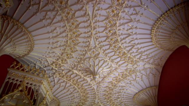 vídeos y material grabado en eventos de stock de pan down the ornate ceiling decoration in one of the grand rooms at strawberry hill house. - palacio interior