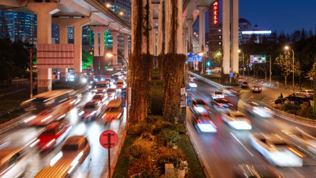tl/pdzi/puzo pan down zoom in/pan up/zoom out, day to night time lapse of a road intersection in central shanghai, busy with rush hour traffic - power supply stock videos & royalty-free footage