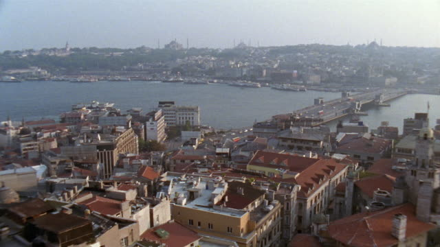 ha ws pan galata bridge and cityscape/ istanbul - イスタンブール 金角湾点の映像素材/bロール