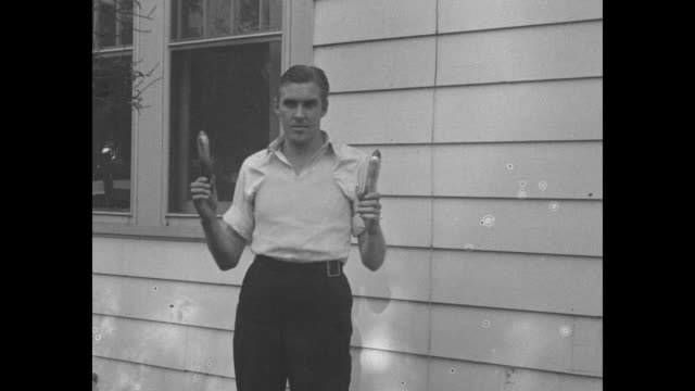 pan ws house at which arizona ma barker and fred barker were killed during police raid on 1/16/35 the two were members of the barkerkarpis gang who... - pistole stock-videos und b-roll-filmmaterial