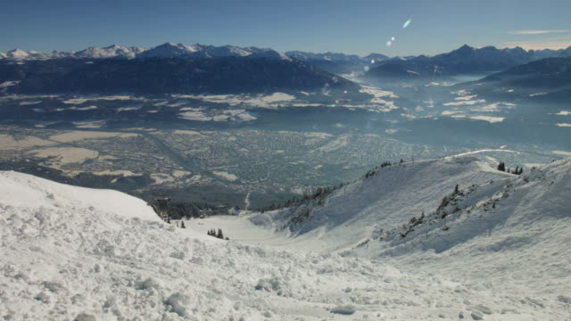 pan: innsbruck in winter, as seen from seegrube - brennero stock videos and b-roll footage