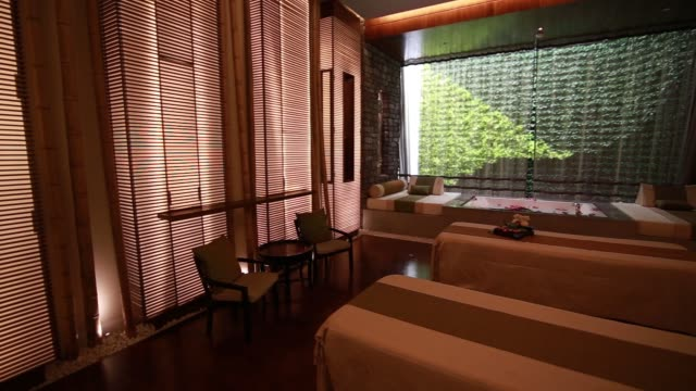 vídeos y material grabado en eventos de stock de pan l r of the lobby of the banyan tree spa, located inside banyan tree macau at the galaxy macau casino resort, operated by galaxy entertainment... - massage room