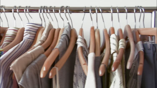 vídeos y material grabado en eventos de stock de pan left across designer clothing hanging on racks - barra para colgar la ropa