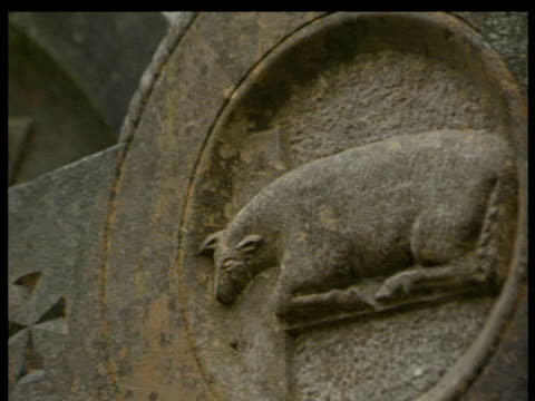 stockvideo's en b-roll-footage met pan left across two headstones both carved with animals county wicklow - snijwerk