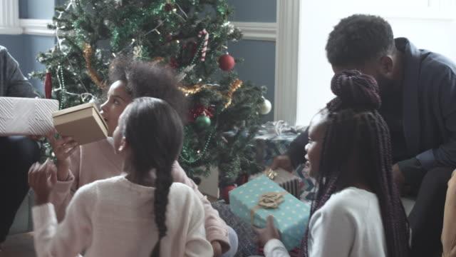 pan left, african american family on christmas morning - bekommen stock-videos und b-roll-filmmaterial
