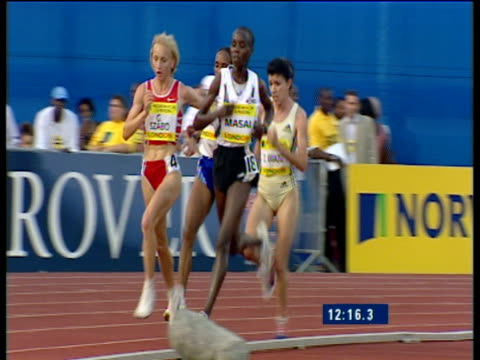 pan left following edith masai , gabriella szabo and derartu tulu running women's 5000m, 2003 international athletics grand prix, crystal palace,... - athleticism stock videos & royalty-free footage