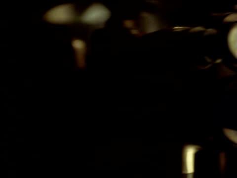 vidéos et rushes de pan left from hand pulling lever to vacuum gauge, south africa - levier de contrôle
