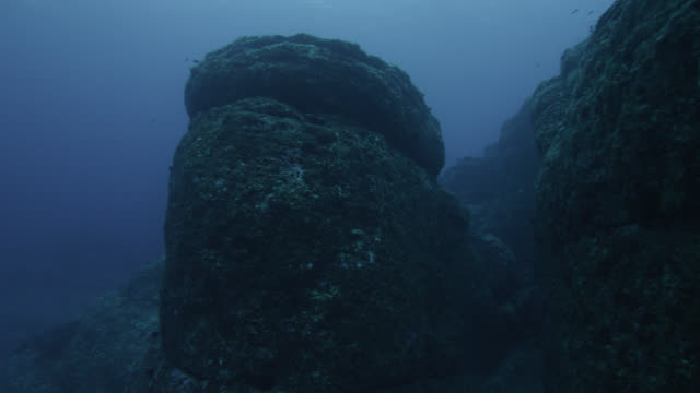 pan left from rock wall to column at yonaguni monument. japan - natural column stock videos and b-roll footage