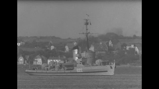 pan left of usn torpedo boats / kiel harbor with ferry / torpedo boat cruising in harbor / boat with soviet sailors / bow of ship / russian officers... - united states navy stock-videos und b-roll-filmmaterial