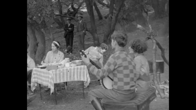 pan left of woman singing along with a banjo player and others looking on an uncomfortable attractive woman seated at a table / note exact month/day... - banjo stock videos & royalty-free footage