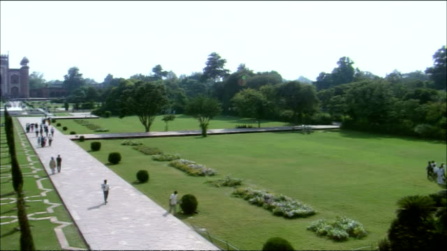 Pan left over gardens of Taj Mahal, Agra