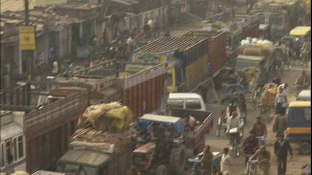 pan left over heavily congested traffic, allahabad, uttar pradesh, india - beladen stock-videos und b-roll-filmmaterial