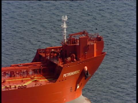 pan left over large tanker ship at sea - 長さ点の映像素材/bロール