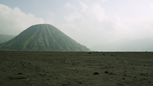pan left over sand sea, java. - kegel stock-videos und b-roll-filmmaterial