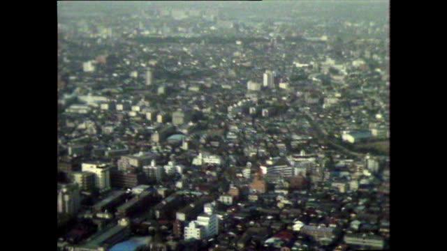 stockvideo's en b-roll-footage met pan left over smoggy tokyo cityscape; 1981 - establishing shot